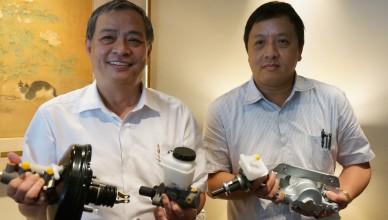 F-永新董事長紀經得(左)、總經理許耀仁(右)