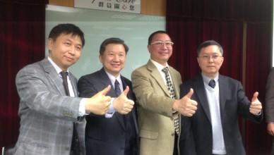 易威董事長李世仁(左二)是公司轉型關鍵人物